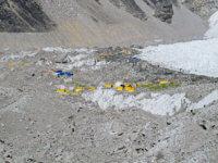Základní tábor pod Everestem. Je vysoko asi 5300m n.m. To se nám později hodilo. Je to výška prvního výškového tábora naAnnapurně.