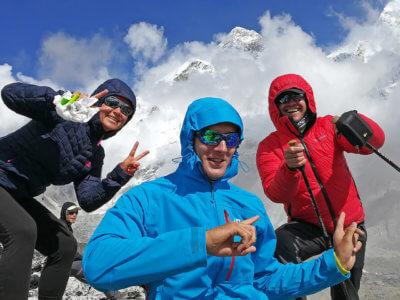 "Everest trek 2017 / ""Kašpárci"" na vrcholu! Hurá, super práce."