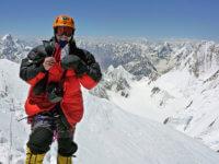 Vrchol mé první osmitisícovky Gasherbrum I. Kosa. Fičí. Foto arychle dolů. Ikdyž raději jsem měl jít pomaleji :-( Ten pád bych již opakovat nechtěl.