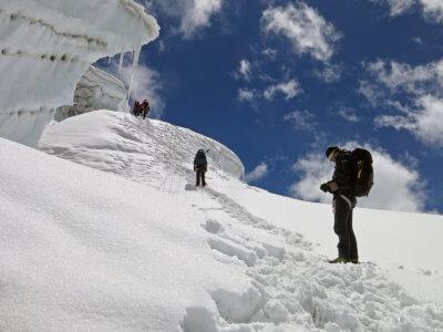 Mera Peak a Ampulapcha Pass 2018 / Mačky jsou povinností. Dokonce se ze sedla islaňuje. Kdepak to natreku máte.