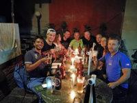 Vítací večeře odnašich kamarádů vNepálu. Výborné jídlo avlastně ito pivko vNepálu doporučuji.
