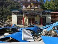 Následky zemětřesení, které proběhlo půl roku před naším příletem. Nejlepší pomoc, kterou jsme nepálským lidem mohli poskytnout, je odjet tam autrácet přímo unich naše těžce vydřené peníze :-)