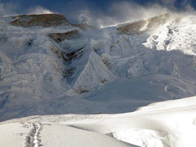 Annapurna 2012 / Celé to máme před sebou. Moc se nám tam nechce. Ale když už jsme tady. Po pádu obrovské laviny jsme byli jedni z toho mála, kteří na kopci zbyli.