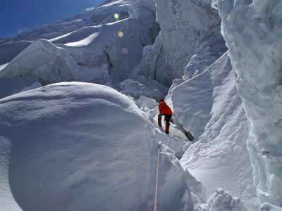 Manaslu 2011 / Průstup ledopády pod hrozivými séraky není nikde moc příjemný. A zde jdeme ještě co noha nohu mine. Jsme již vysoko. Dýchání je dost na prd.