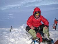 Pochodovat kvrcholu jsme začali ve21h, druhý den dopoledne vrchol azpátky v7000m až navečer.
