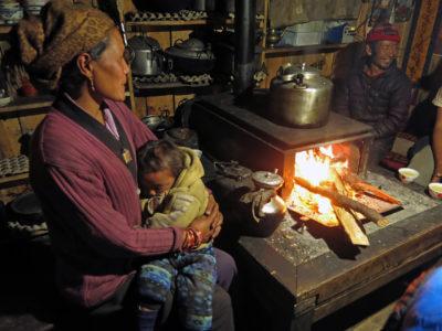 Namáslu 2015 / Nejenom hory nás v Nepálu baví. Úsměvy lidí jsou na každém kroku. I přesto, že toho moc nemají, tak vám to málo rádi dají.