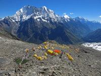 Základní tábor ve výšce 4800 m zůstává pod námi